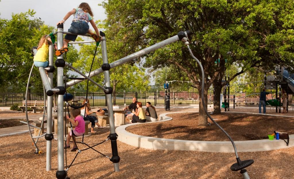 Mueller-Parks-4---Lake-Park-Playscape